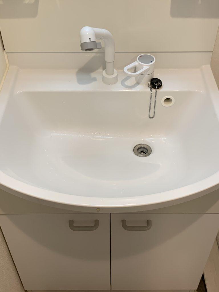 旭川市で洗面台の下から水漏れしているのを修理しました。