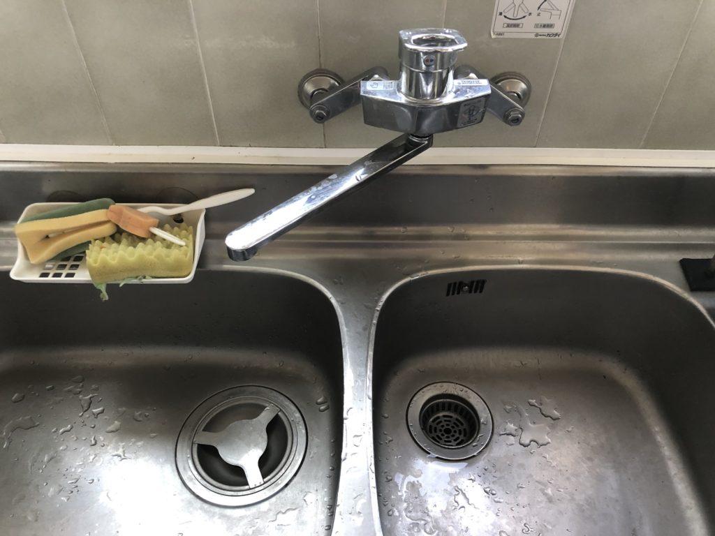 札幌市で台所の壁付蛇口の水漏れ修理を行いました。