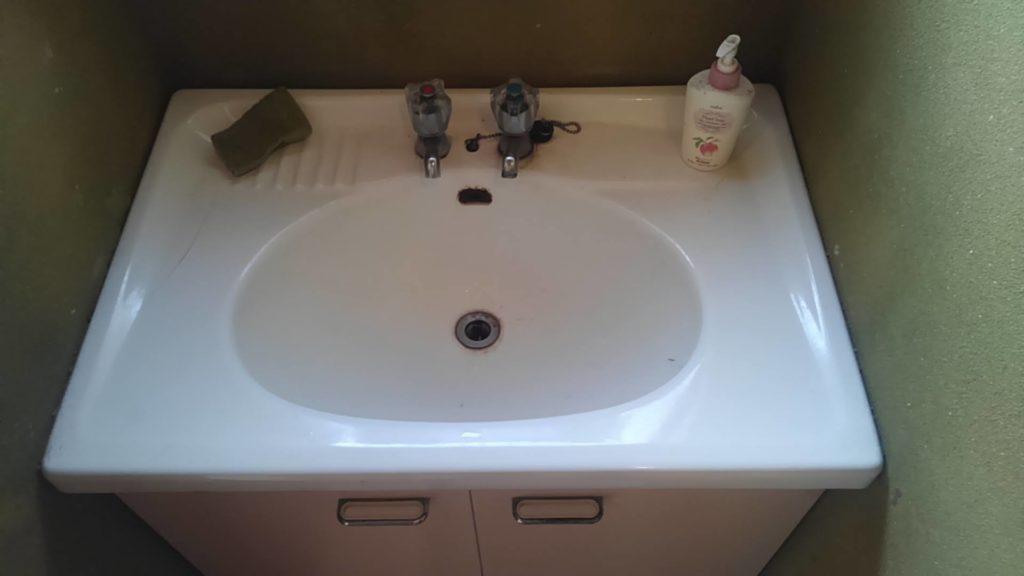 札幌市南区で洗面所の配管水漏れ修理を行いました。