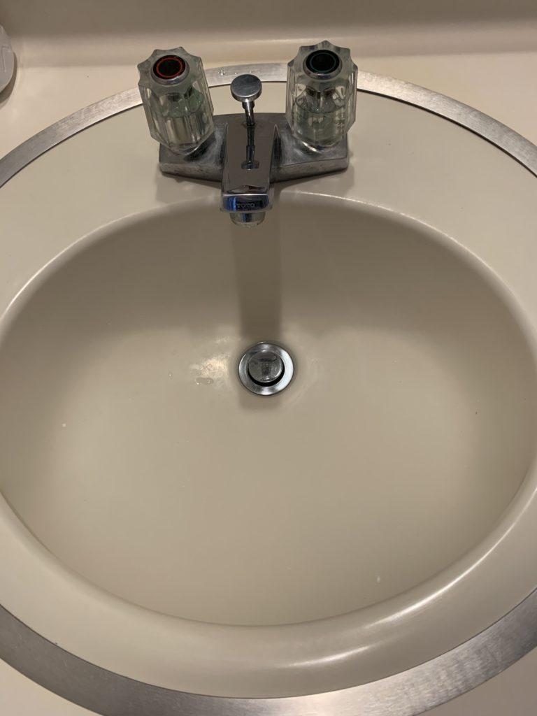 石狩市で洗面台の水漏れ修理を行いました。