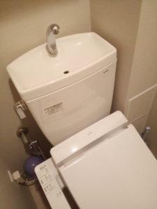 トイレ床水漏れ